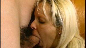 Après une exhibition, une baise hard !