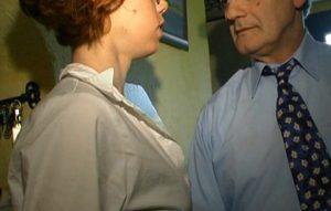 Une femme soumise et timide mature baisée par un papy !
